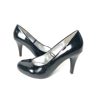 Steve Madden  round toe patent leather pumps black